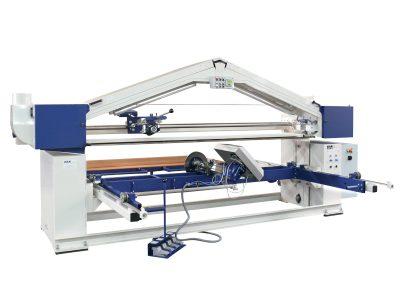 Langbandschleifmaschine_M2S97 mit Handlingsvorrichtung mit Werkstueck