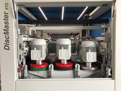 Loewer Entgratmaschine Discmaster 6TD Innenansicht_800x600_lightbox